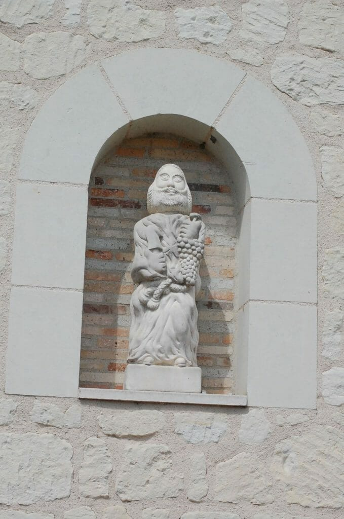 A statue of Saint Vincent holding grapes